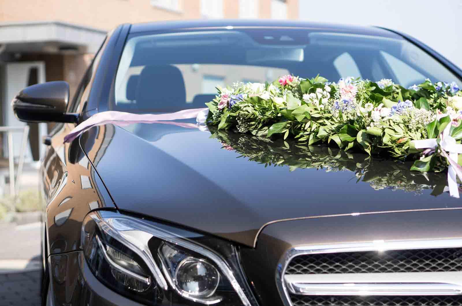 Dekoration des Hochzeitsautos - Mercedes Beitragsbild