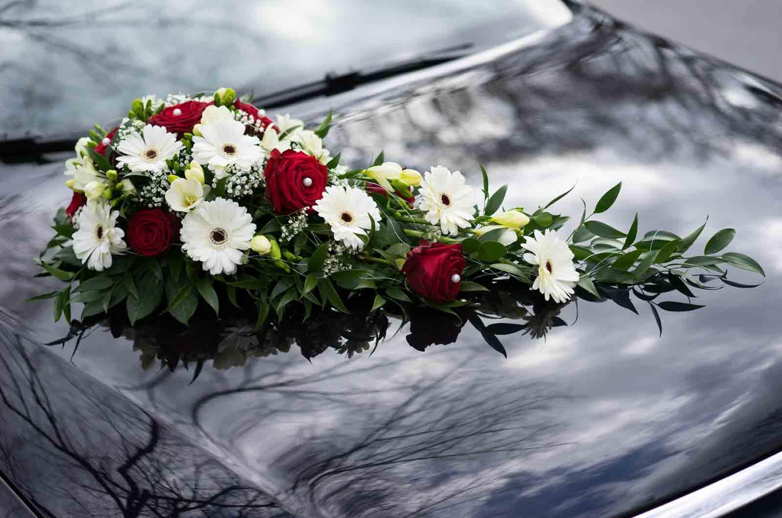 Neumodernes Auto für die Hochzeit Dekoration Beitragsbild