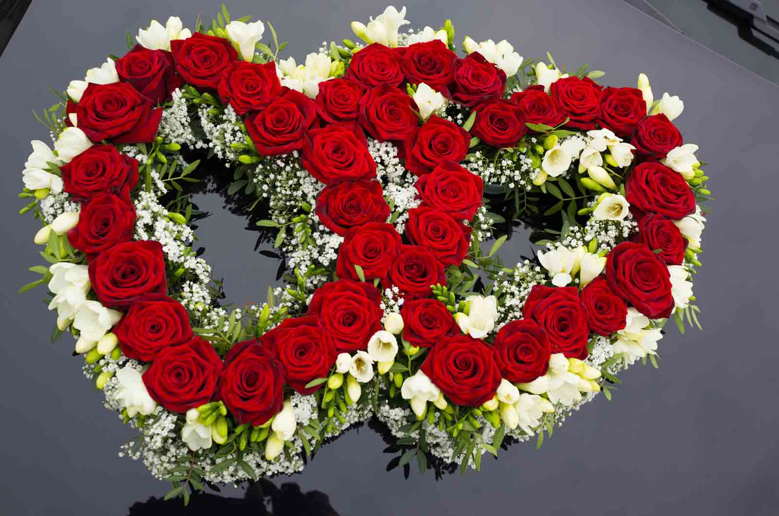 Hochzeit Auto Dekorationsmuster der Blumen Beitragsbild